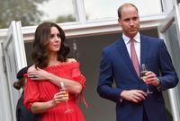 تمت خطبة كاثرين ميدلتون على الأمير ويليام بعد علاقة حب دامت فترة طويلة في أكتوبر عام 2010