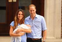 الأمير جورج بين ذراعي الأميرة كاثرين بعد ولادته