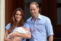 رزق كل من الأميرة كاثرين ميدلتون وزوجها الأمير ويليام بطفلهما الأول ولي العهد الأمير جورج في عام 2013