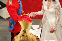 استمرت مراسم عقد القران حوالي ساعة في كنيسة ويستمنستر آبي العريقة التي شيدت قبل نحو 700 عام وهي نفس الكنيسة التي شهدت العديد من مراسم الزفاف الملكية