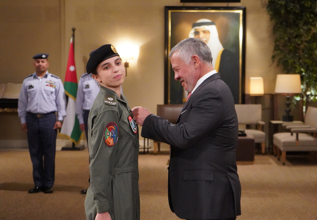 قلد الملك عبد الله الثاني ملك الأردن ابنته الأميرة سلمى بنت عبد الله جناح الطيران في احتفالية كبيرة تم عقدها احتفاءً بالأميرة سلمى