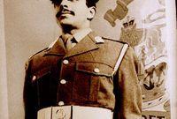 الملك حمد بن عيسى بن سلمان آل خليفة مواليد 28 يناير 1950، ملك البحرين، أصبح أميرًا عليها في 6 مارس 1999، بعد وفاة والده، وبعدها أصبح ملكًا عليها في 14 فبراير 2002، بعد أن حوّل الدولة إلى مملكة.