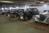 """لم تكتف عائلة صدام حسين بتجميع السيارات الفارهة فقط ولكنها كانت تجمع السيارات القديمة """"الأنتيكة"""" أيضًا"""