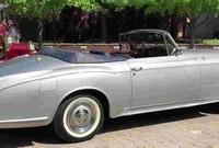 """ومن بين السيارات التي تم إيجادها هي سيارة""""بنتلي"""" التي تم إصدار قرار بمصادرتها من قبل صدام حسين في وقت سابق"""