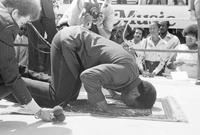 في 1964 أعلن كلاي اعتناقه الإسلام وتحويل اسمه من «كاسيوس» إلى «محمد علي»، الأمر الذي أثار ضجة كبير وحوله إلى شخصية دعوية إسلامية بسبب حديثه عن إيمانه ومعتقداته في الكثير من اللقاءات الإعلامية وغيرها
