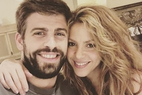 دخلت شاكيرا في علاقة مع لاعب كرة القدم الأسباني جيرارد بيكيه وأنجبت منه طفلين وهم ميلان وساشا
