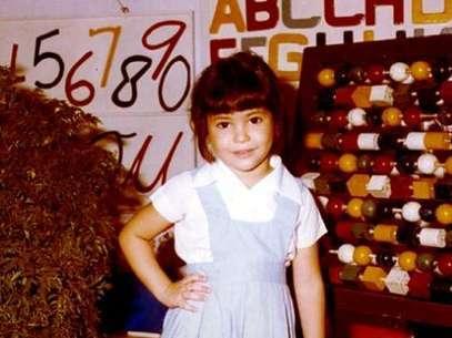 اسمها بالكامل شاكيرا إيزابيل مبارك ريبول ولدت عام 1977 في كولومبيا