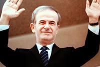 في عام 1961 وقع حزب البعث مع عدد من الأحزاب السورية وثيقة الانفصال عن مصر وتم إبعاده بعد الانفصال عن الخدمة العسكرية وأحيل للخدمة المدنية بإحدى الوزارات