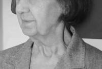 ولدت أنيسة مخلوف عام 1930 وتوفيت في فبراير عام 2016