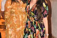من بين أشهر أفراد العائلة أيضًا، الشقيقتان كاريشما كابور وكارينا كابور، واللتان تُعتبران من أشهر نجمات الهند ومن بين الأعلى أجرًا