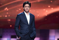 شاروخ خان يعمل كممثل وراقص هندي بالإضافة لعمله كمنتج ورجل أعمال حيث يمتلك حقوق الامتياز لواحد من أندية رياضة الكريكيت الهندية