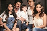 صورة عائلية لشاروخ خان