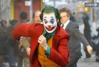 على الرغم من المخاوف الأمنية من شخصية الجوكر بسبب احتواء الفيلم على مشاهد عنف فقد حقق الفيلم رواجًا كبيرًا على مستوى العالم ويعد فينيكس بتقمصه الرائع من أهم أسباب هذا النجاح الساحق