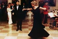 طلبت منه الأميرة ديانا مشاركته في رقصة عندما التقيا في حفل عشاء يوم 9 نوفمبر 1985 بالبيت الأبيض
