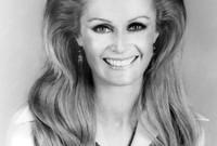 """أثناء تصويره فيلم """"طفل في فقاعة بلاستيكية"""" في عام 1976 وقع في حب الممثلة """"ديانا هايلاند"""" التي كانت تكبره بـ18 عامًا، وتوفيت بعد عام واحد بمرض السرطان الثدي عام 1977"""