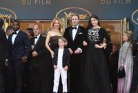 """ابنة جون الثانية """"إيلا بلو ترافولتا"""" ولدت في عام 2000، وولد طفله الثالث """"بنيامين"""" في فلوريدا في عام 2010"""