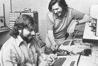 بعد العودة من الهند عاد جوبز للعمل في شركة اتاري وانضم إلى ناد محلي للكمبيوتر مع صديقه ستيف ووزنياك الذي كان يصمم كمبيوتره الخاص حينها