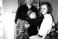 ستيف جوبز برفقة ابنته  ليزا من صديقته كريسان برينان