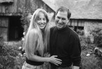 وفي عام 1990 في وقت مبكر، التقى ستيف جوبز بلورين باول في كلية إدارة الاعمال جامعة ستانفورد، حيث كانت لورين طالبة ماجستير في كلية إدارة الاعمال، وتزوجا في 18 مارس عام 1991، وعاشا معا في بالو التو، كاليفورنيا، وأنجبوا ثلاثة اطفال