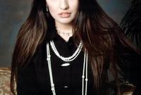 تقيم في دبي، وهي ابنة رجل الأعمال سليمان البدير، وقدمت عددا من البرامج التلفزيونية على قنوات فضائية عربية