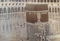 وفي العصر الحديث شهدت الحرم المكي حدثين كبيرين أبرزها سيول مكة التي ضربتها سيول شديدة للغاية عام 1941م تسببت في غرق الكعبة وارتفاع المياه لأمتار عالية حتى كادت أن تغطي الكعبة بالكامل
