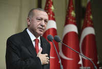 يقبع أردوغان على رأس نظام الحكم في تركيا منذ أكثر من 17 عامًا حيث كان أولًا رئيسًا للوزراء بين أعوام 2003 -2014 حين كانت كل الصلاحيات بيد رئيس الوزراء