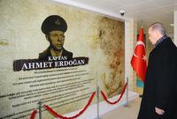 والده أحمد أردوغان كان يعمل في خفر السواحل التركية ووصل إلى رتبة قبطان