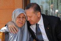 صور تجمع أردوغان مع والدته