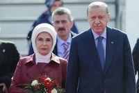 تشتهر بقوتها وصلابتها ومواقفها المساندة للخير ونصرة المرأة وهي من مواليد عام 1955 بإسطنبول لعائلة ذات أصول عربية