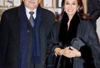صورة تجمعه بزوجته