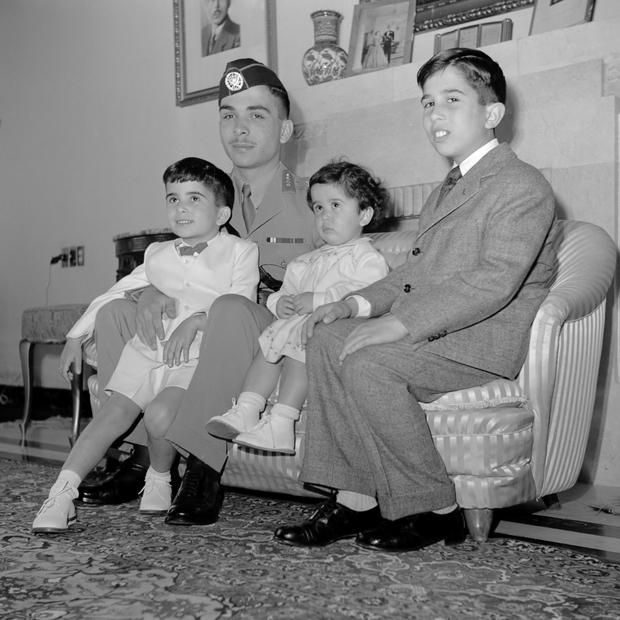 الأمير الحسن بن طلال الذي يبلغ 72 عامًا هو شقيق ملك الأردن السابق الأصغر وهو عم ملك الأردن الحالي الملك عبدالله الثاني