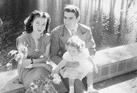 الأميرة فوزية، شقيقة الملك فاروق آخر ملوك مصر، حصلت على لقب ملكة إيران بعد زواجها من شاه إيران محمد رضا بهلوي