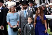 الأميرة هيا، ابنة ملك الأردن السابق، والزوجة السابقة لحاكم دبي مع أبنائها جليلة وزايد