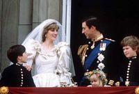 خطب تشارلز ديانا عام 1980 ثم تزوجا عام 1981 في حفل زفاف خيالي شاهده 750 مليون مشاهد حول العالم وحضره 600 ألف شخص في الشارع لمشاهدة الاحتفال المبهر ويتم تلقيبها بالأميرة ديانا أميرة ويلز