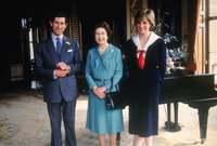 لقيت الأميرة ديانا في العالم التالي مصرعها عام 1997 في حادث سيارة مروع في باريس ليصبح الأمير تشارلز مسئولًا في نظر الشعب البريطاني عن وفاتها بشكل غير مباشر