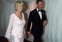 أصبحت كاميلا بعدها تتردد كثيرًا إلى منزل الأمير تشارلز وزادت علاقتهما لكن كان القصر الملكي يرفض تلك الزيجة