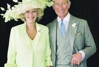 رضخت الملكة إليزابيث في النهاية لرغبات ابنها الأمير تشارلز حتى وافقت على زواجهما عام 2005 بعد قصة حب طويلة