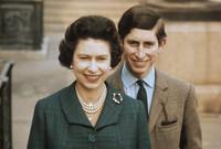 يعد الأمير تشارلز متمردًا على القصر الملكي البريطاني ووالدته الملكة إليزابيث خاصة إثنا علاقته المضطربة بالأميرة ديانا وما شابها من خيانة بجانب إصراره على زواجه من كاميلا رغم عدم موافقة القصر