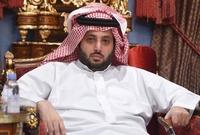بدأ حياته العملية بالعمل في القطاع الحكومي بوزارة الداخلية وظل بها حتى وصل إلى رتبة نقيب قبل أن ينتقل للعمل في الرياض