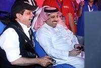 ويحظى آل الشيخ بعلاقات طيبة ووطيدة مع العديد من نجوم الفن مثل عمرو دياب وحماقي وهنيدي وغيرهم