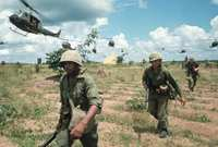 فقدت أمريكا  نحو 50000 من جنودها بعد حرب استمرت لسنوات تأثرت فيها فيتنام بشكل كبير اقتصاديا