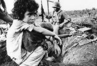 في عام 1975 قامت فيتنام الشمالية بهجوم كبير آخر أطاح بحكومة فيتنام الجنوبية، واستسلم فيتنام الجنوبية رسميا إلى الشيوعية