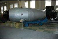 عام 2003، أرسلت إلى العراق، ولم يتم استخدامها.. تتجاوز 10 ألف طن وقوتها التدميرية تصل إلى 150 مترا لا تعتبر سلاحا نوويا، ويمكن استخدامها  لتخويف العدو