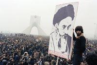 إيران قبل الثورة الإسلامية عام 1979 تختلف 180 درجة عن إيران بعد الثورة في أغلب مظاهر الحياة وكأنها أصبحت دولة جديدة تمامًا