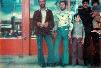 كانت تتسم إيران بالطابع الغربي في فترة الستينيات والسبعينيات حيث كان الشباب يرتدون أحدث صيحات الموضة العالمية وكان أبرزها سراويل الشارلستون الشهيرة