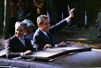 كانت إيران من أقوى حلفاء أمريكا وبريطانيا في الشرق الأوسط وكان بينهما علاقات قوية للغاية على مدار سنوات طويلة