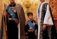 """كما غيرت الدولة البهلوية اسم الدولة من """"فارس"""" إلى """"إيران"""" أي بلاد الآريين، ولا تزال تحتفظ بهذا الاسم حتى اليوم وكان من بين الأشياء القليلة التي لم تغيرها الثورة الإسلامية"""