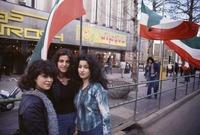 نساء إيرانيات في أحد الشوارع قبل الثورة الإسلامية عام 1979