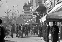 صورة لأحد الشوارع الرئيسية في مدينة طهران في إيران في الستينيات