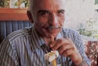 في 7 فبراير 1999 توفي إثر إصابته بالسرطان، وكان قد عانى منه لعدة سنوات